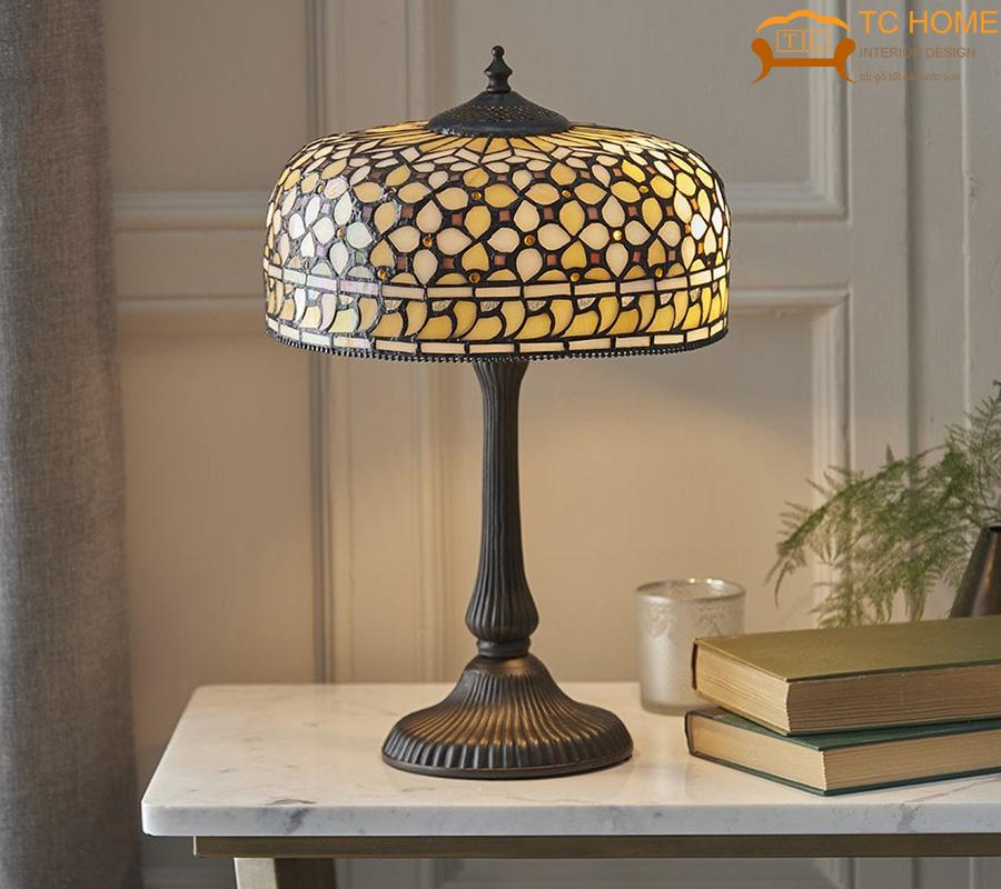 trang trí phòng khách hcm bằng đèn để bàn cổ điển