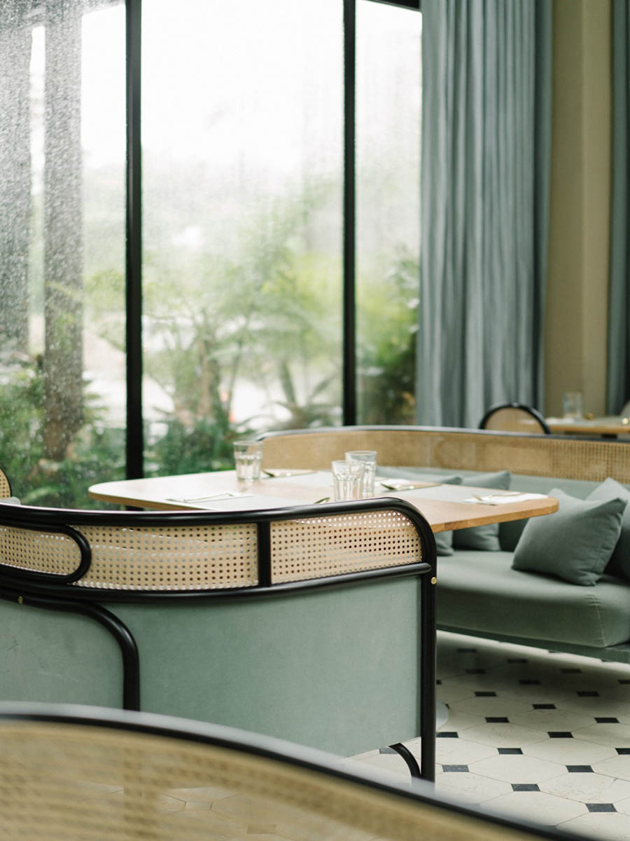 thi công nội thất quán cafe màu xanh bạc hà