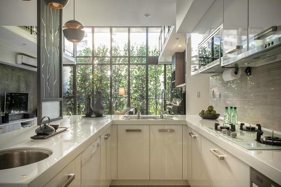 Tủ bếp chữ U là lựa chọn tuyệt vời cho diện tích nhà bếp lớn. Kiểu thiết kế tủ bếp chữ U mang lại không gian lưu trữ, bày biện rộng.