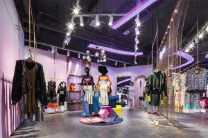 thiết kế shop quần áo nữ phong cách hiện đại