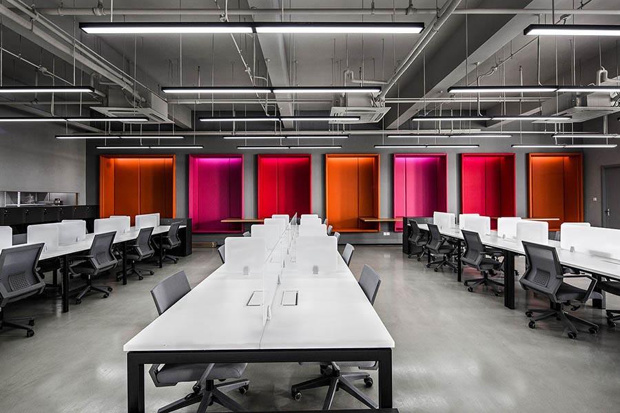 không gian tràn ngập màu sắc